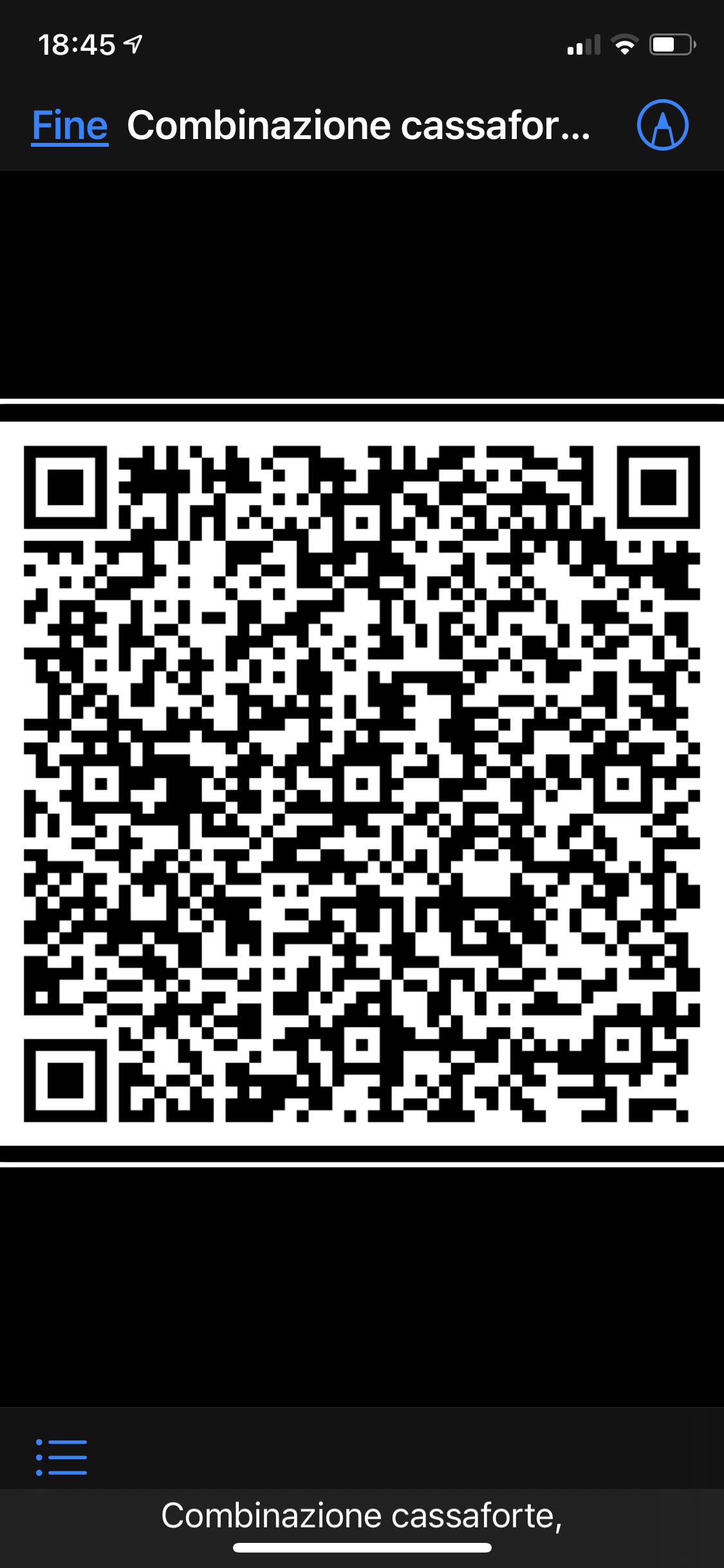 L'immagine raffigura un QR cod criptato sullo schermo di un iPhone