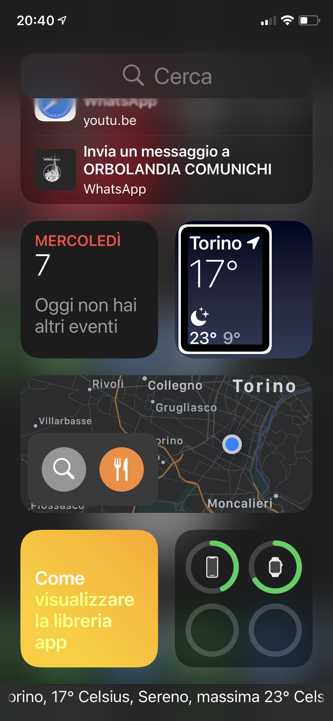 Screenshot di un iPhone su la pagina zero a sinistra della pagina uno con la lista delle icone Widget